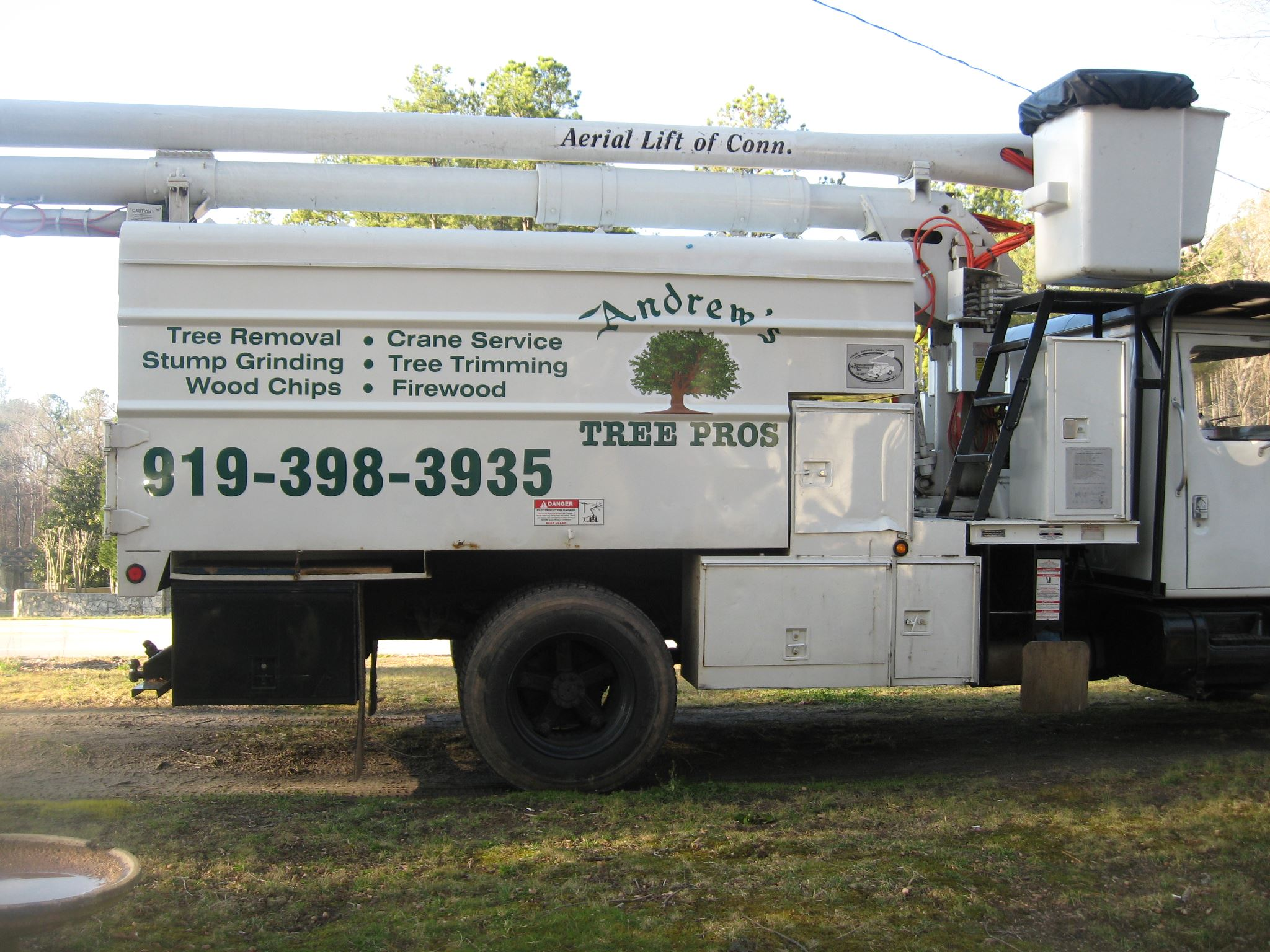 24 - 7 Emergency Tree and Crane Service for Raleigh, Durham, Wake Forest and surrounding areas.